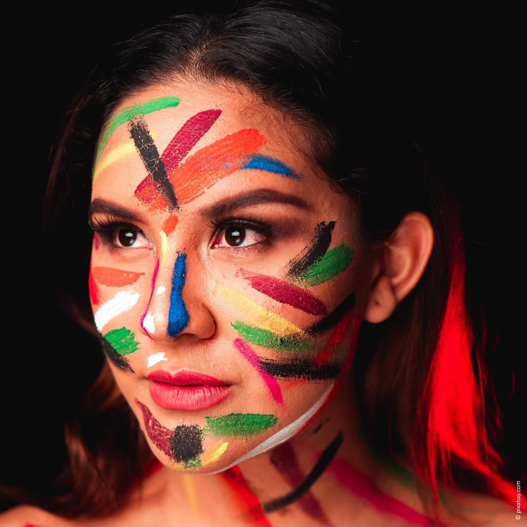 Wie bunt bist Du? Make-up Trends 2020! | Êtes-vous coloré Tendances maquillage 2020! | How colorful are you Make-up trends 2020!    #makeup #makeupartist #makeuplook #colourful #woman #women #wednesday #coloryourlife
