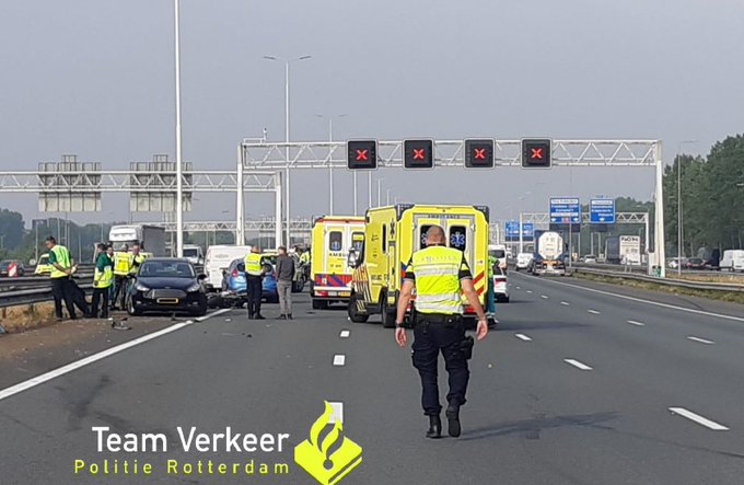 Motorrijder verongeluk op de A15 https://t.co/BRfsdmOd2Y https://t.co/ifJRJd9Hma