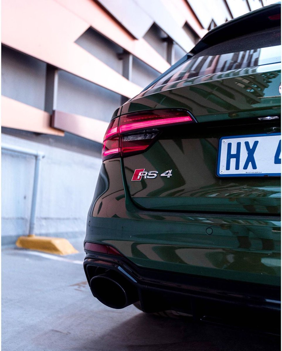 Close up encounter with the functional, high performing type. 📸 @AkivanKemraj #audisouthafrica #AudiRS4 #RS4