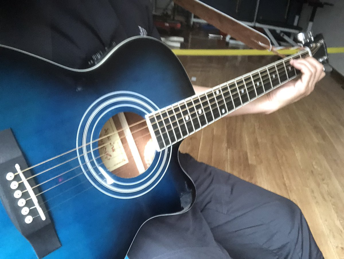#ギター練習日記 #下手なうちから人に見せることが上達の近道 #格闘技以外にも趣味が多くて良かった #人にできて自分に出来ないことなんてない #bmcで音楽教室も開講したい #ギター #アコースティックギター #guitar #acousticguitar pic.twitter.com/CVABeFIkRB