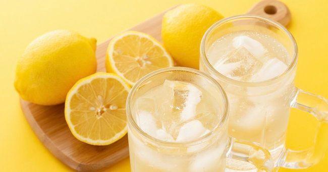 【記事】「EXILE公式」も大ヒット!レモンサワーが空前のブームなワケEXILEによってじわじわと知名度を上げたレモンサワーをさらに押し上げたのは健康ブームだという。『太りにくいし、ビタミンが豊富』というイメージ。