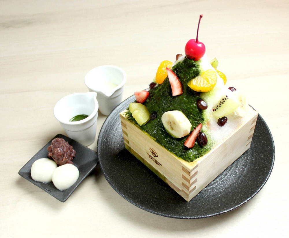 """オマッチャサロン""""天然氷""""のかき氷 - 抹茶白くまミルクや苺ミルク、レトロないちご飴トッピングも -"""