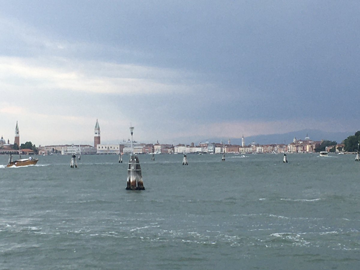 #Venice, from the Lido… pic.twitter.com/NelRLVhtpr