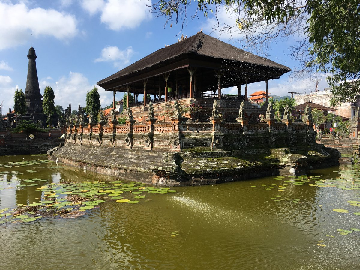 The Incredible Klungkung Palace and Kertha Gosa Pavilion   https://www.lookatourworld.com/incredible-klungkung-palace-kertha-gosa-pavilion/…  #travel #lookatourworld #travelbloging #travelbloggers #BaliCulture #KerthaGosaPavilion #KlungkungPalace #VisitBali pic.twitter.com/lzWyWikAor