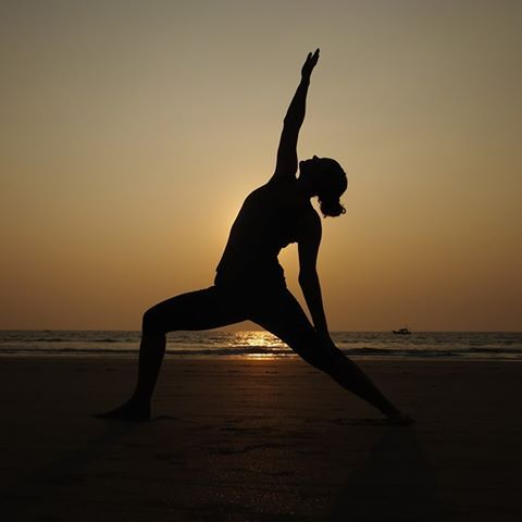ONLINE VINYASA FLOW YOGA WEDNESDAY EVENINGS 730-830pm with Clare. Sequences of yoga poses synchronising breath with movement to promote physical engagement & mental stimulation. Develops strength and flexibility. Only £5. Tickets: https://app.punchpass.com/org/9219/classes …  #yoga #onlineyogapic.twitter.com/tXm6brnBaO