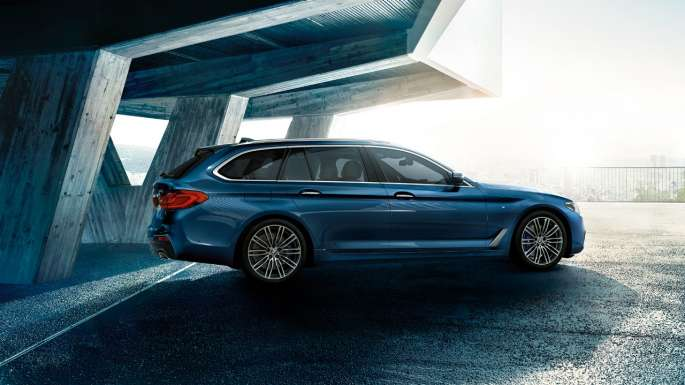 Good to look at, fantastic to drive, affordable to run and very well equipped, the #BMW #5Series is an extremely accomplished vehicle offering undeniable driving thrills. https://crowd.in/93gjVM #BMW5 #BMWCars #LuxuryLivingpic.twitter.com/YsgxEy7Xgb