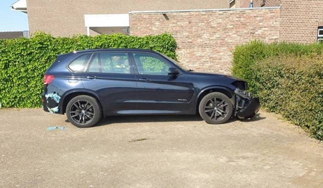 Dieven slopen BMW in #Voerendaal Lees hier meer: http://ow.ly/rkj250zXvdYpic.twitter.com/QvxdxLRJZO