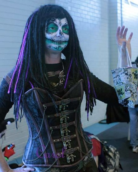 Oh look.. it's me, being.. me, helping WAHMBags and @PerthZombieWalkofficeial out at perth Ozcomicon a few years ago... I MISS that hair lol!  #behindthescenes #sugarskull #geekyphotographer #whynotpic.twitter.com/6Iz6xz6xwb