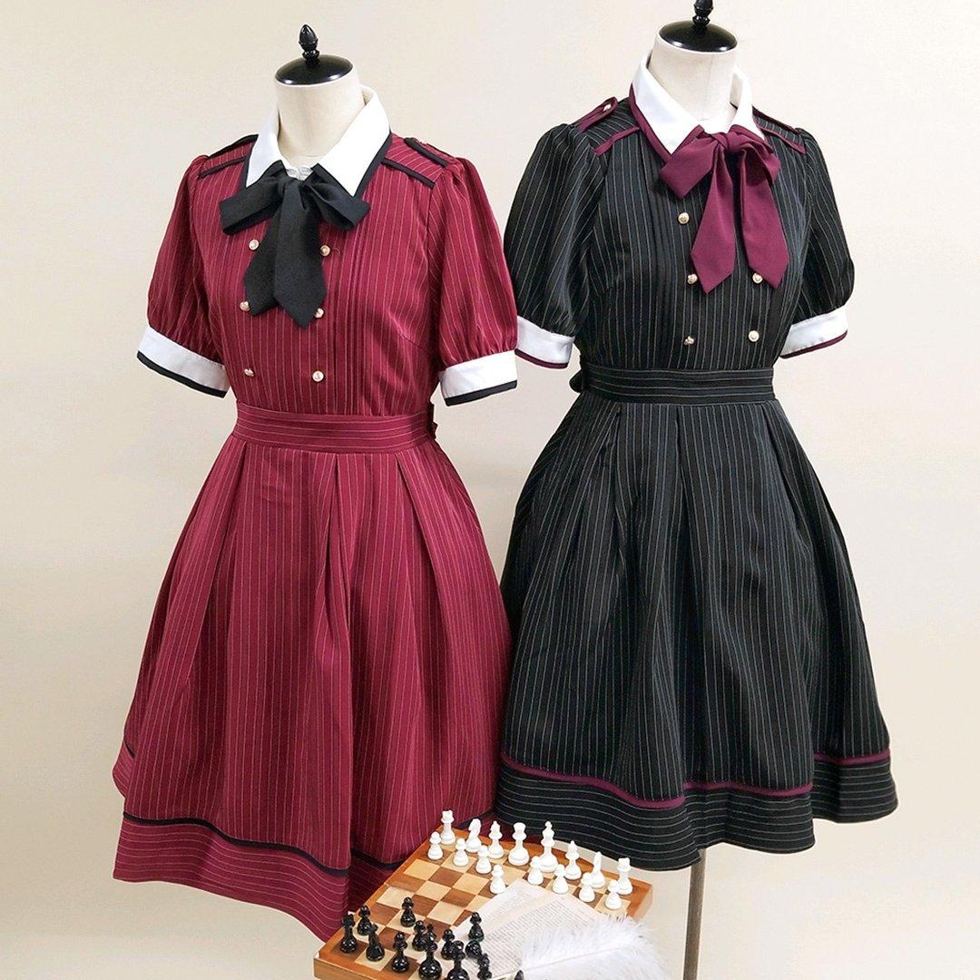 明日6/4(木)全店販売START📢🔻ストライプシャツワンピースPrice:¥9,130(税込)Color:ボルドー/ブラック配色のパイピングがポイントのストライプワンピース♡タイはリボンとしてもネクタイとしても結べます✨Official Blogにてご紹介👇⇨#amavel #アマベル