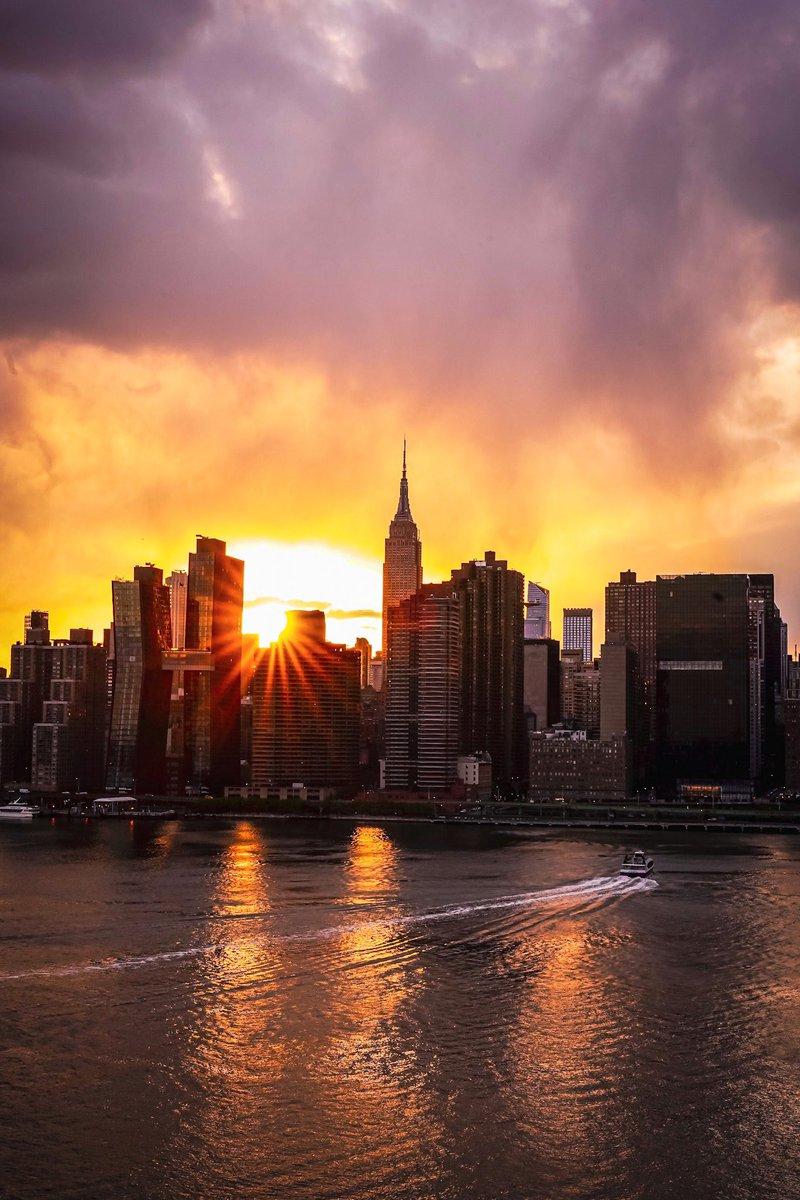#empirestatebuilding #esbfan #ig_nycity #bestofempirestate #sigma2470dgdn #raw_sunset #mcl_cityscapes #shotfederal #ig_sunsets #agameoftones #raw_moody #night_owlz #illtones #newyork_bestshots #nycwow #fatalframes10k #shotzdelight #nycdotgram #what_i_saw_in_nyc #malatidinewyorkpic.twitter.com/BB7U7cfDst