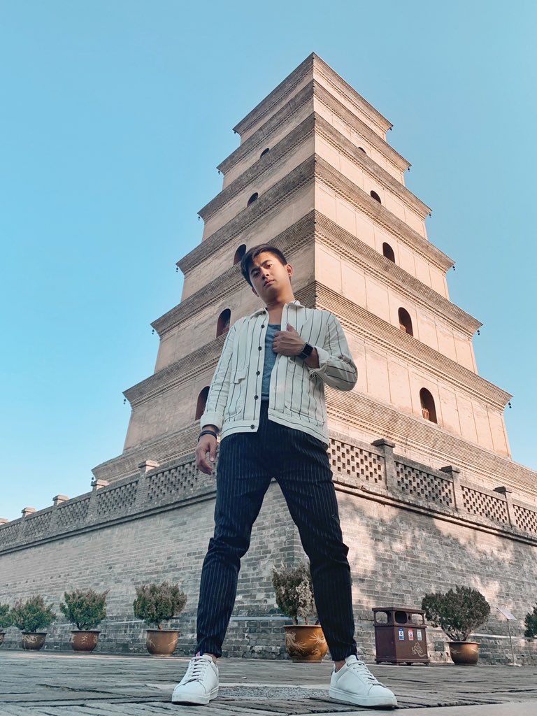 What are you looking at?  #travel #amazing #structure #architecture #history #time #ootd #menstyle #ootd #xian #chinapic.twitter.com/5CWGepss5X