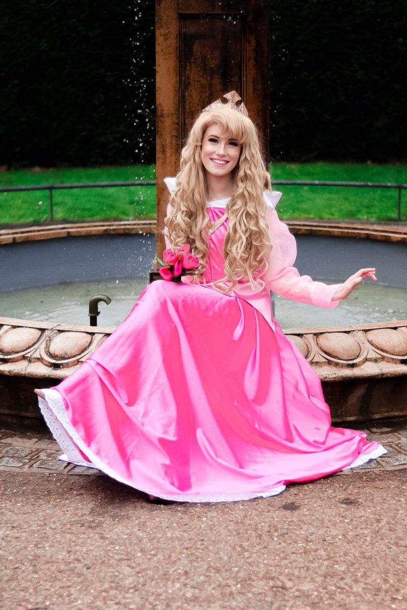 Aurora ( Sleeping Beauty ) #DisneyCosplay ~ @ErinNdHappiness [:mel_junerose]pic.twitter.com/jDiJXoRcKB