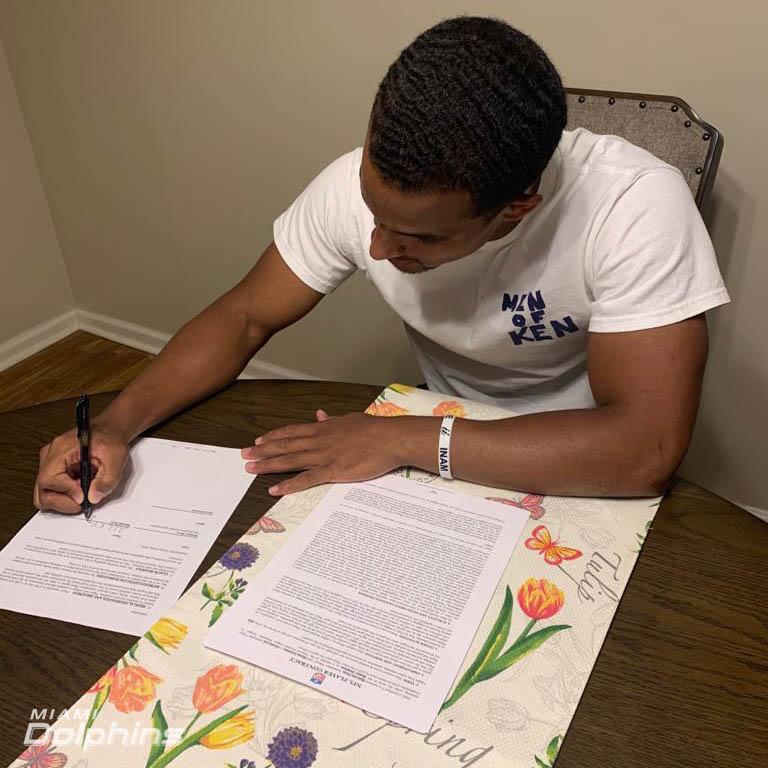 Malcolm Perry has signed his rookie contract 📝 https://t.co/snwnaPZKph