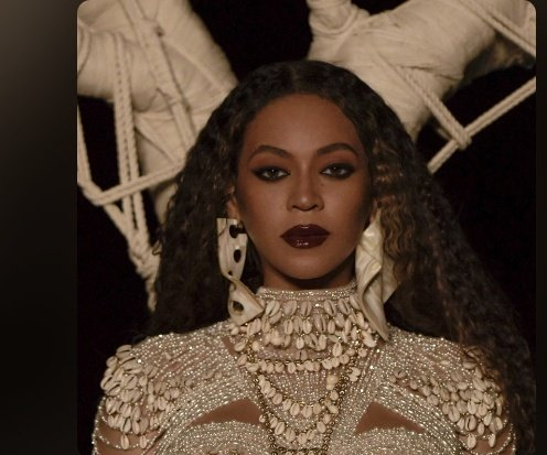 Listening to Drunk in Love by @Beyonce ft jayz on #MiddayShow w/ @iamnadinee on @THEBEAT999FMpic.twitter.com/DnVIJT5YAF