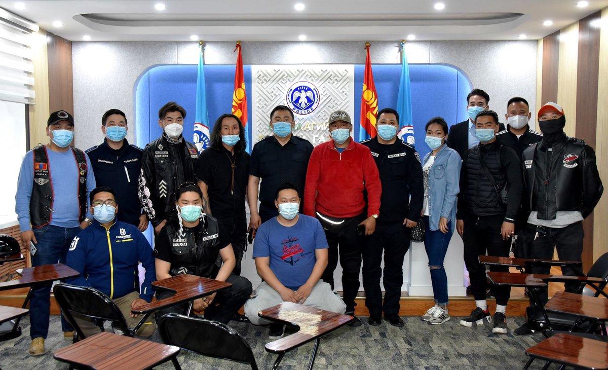 Монголын томоохон мото клубын удирдлагуудтай өнөөдөр уулзаж энэ мэт моточидтой холбоотой асуудлыг хэрхэн шийдвэрлэх талаар ярилцлаа үр дүн удахгүй гарна 👍 https://t.co/5FPR2Xb5pL https://t.co/4OLg6MOTft