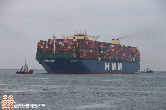 Grootste containerschip ter wereld bij Maasvlakte https://t.co/KZwsBg2doj https://t.co/el5AVKJrH1