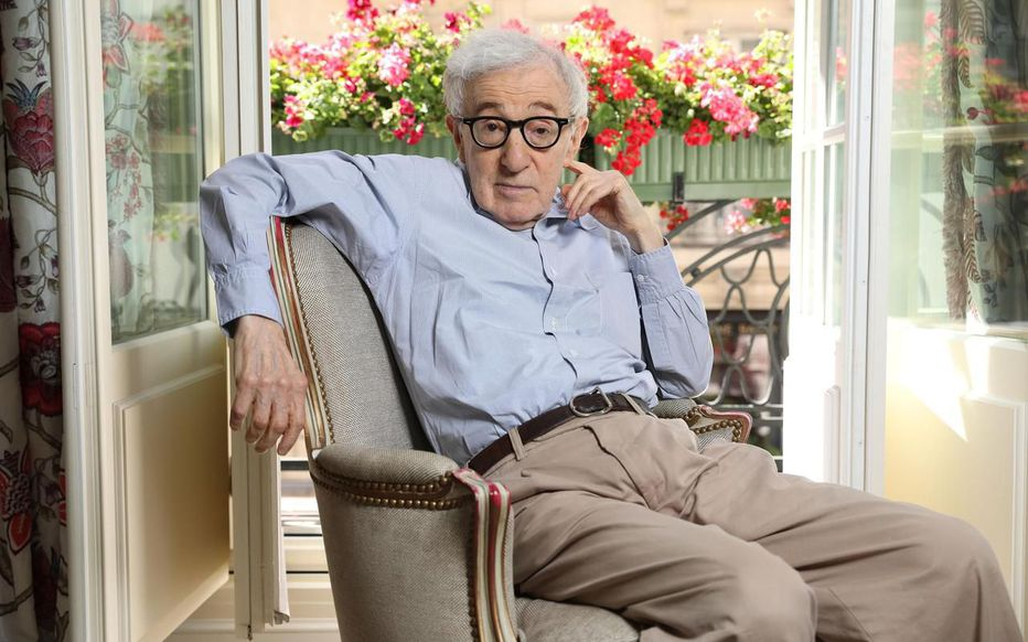 C'est un livre qui a failli ne pas sortir : dans ses mémoires, «Soit dit en passant», Woody Allen charge Mia Farrow et revient sur l'accusation d'agression sexuelle lancée par sa fille Dylan https://www.leparisien.fr/culture-loisirs/cinema/soit-dit-en-passant-woody-allen-charge-mia-farrow-dans-son-autobiographie-03-06-2020-8328876.php…pic.twitter.com/trzFx74Y2J