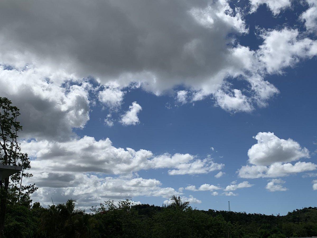 @DeborahTiempo ¡Bt! Un día hermoso, pero súper caluroso en la montaña. Vistas hacia el N, S, E y O, Aibonito, 🇵🇷.