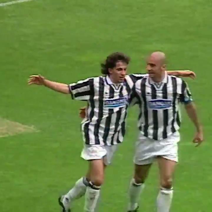 Gol klasik @delpieroale untuk menutup hari kalian. 😎⚽️  #GoalOfTheDay https://t.co/LB8HHoZueT