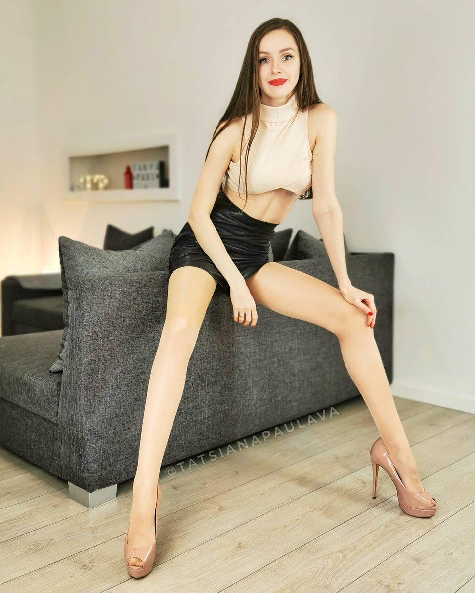 Cute crop top, right?  #nylons #tights #pantyhose #heels #highheels #stilettos #miniskirt #leatheroutfits #leatherskirt #latexlover #tops #brunette #redlipspic.twitter.com/oTcWwosqYG