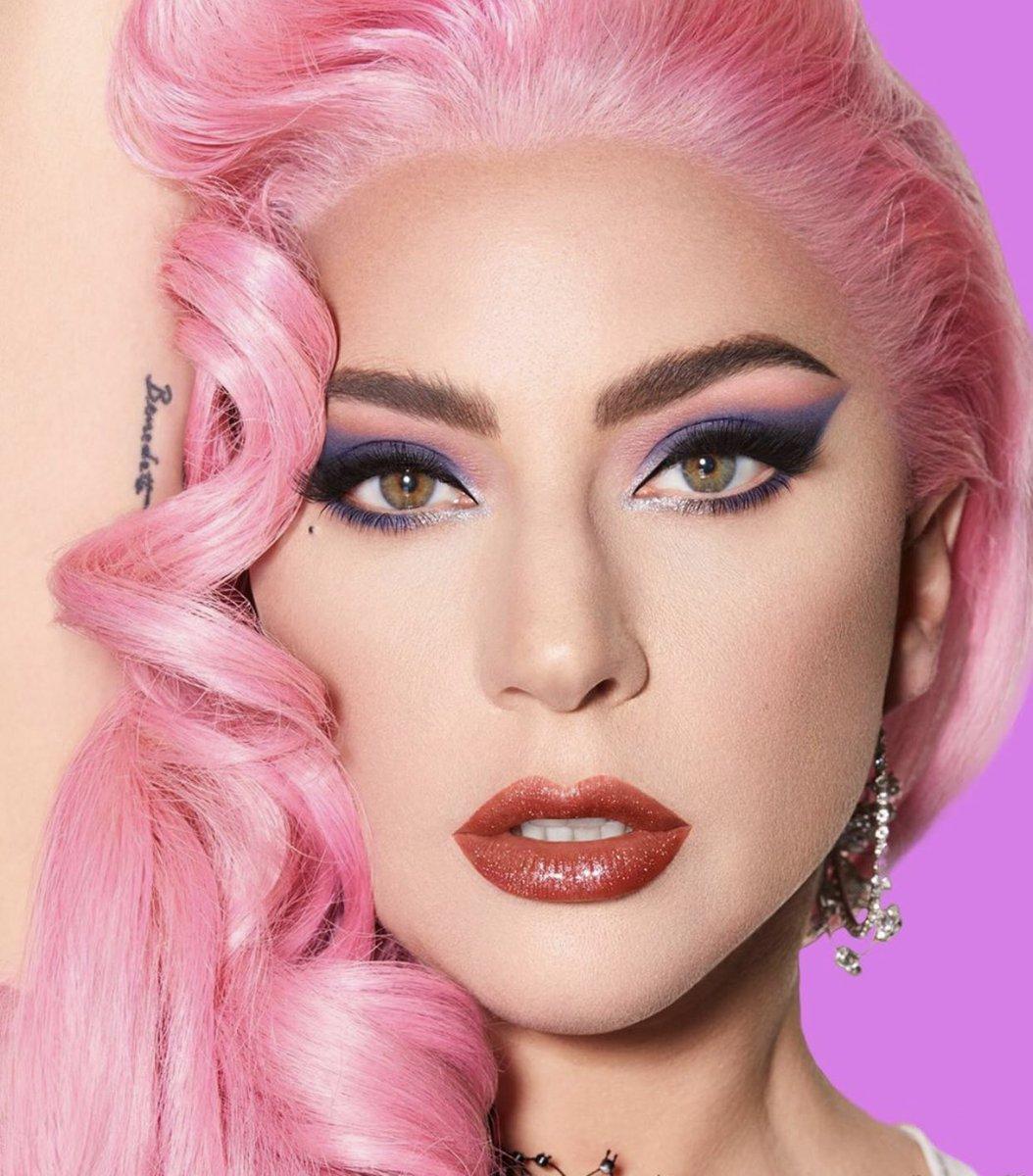 โถว่อีเน็ตไอดอลกะเทยปลายแถว ที่ดังจากดารนอนกับถังขยะ แก้ผ้าที่สนามบิน ประกาศตัวเองไปทั่วว่าเป็นซุปตาร์ ช่างกล้าเปรียบเทียบ โคปเป็น Lady Gaga ยังมาว่าเพลงเขาแบบนั้นแบบนี้ เลิกคิดว่าตัวเองเฟียสเถอะค่ะ อะไรที่มันดูปลอมคนเค้าดูออกค่ะ #ตูนหิ้วหวี https://t.co/osOwKWLiAd