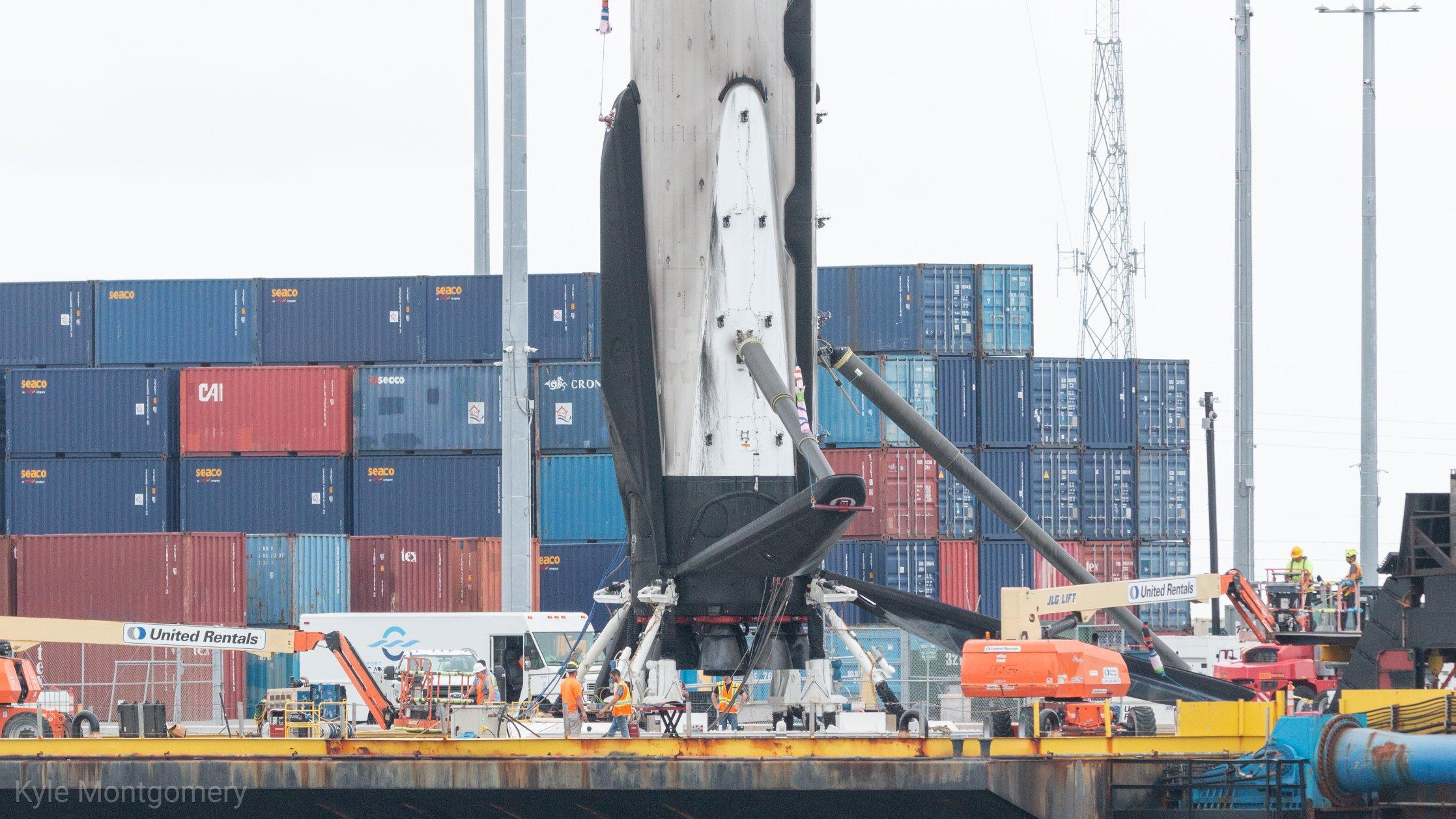 Falcon 9 (Dragon 2 Demo-2) - KSC - 30.5.2020 (2/2) - Page 7 EZmWIa_WoAkxMcQ?format=jpg&name=4096x4096