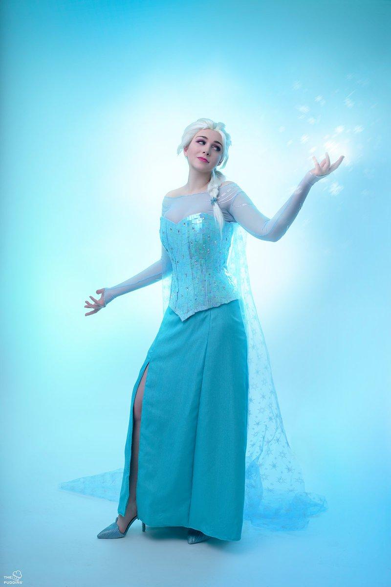 Elsa made by me  Photo by @ThePuddinsCos  #frozencosplay #queenelsa #arendelle #disney #disneycosplay #letitgo #frozen #elsa #elsacosplaypic.twitter.com/QsFLNjzsYA