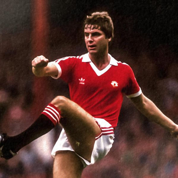 I am really pleased to share that I have been in touch with Martin Buchan and he has agreed to speak to me for an interview to feature in Red News. This is an interview I have wanted to do for some time.  Get your questions into myself or @barneyrednews. Cheers! https://t.co/79zM6ypuNb