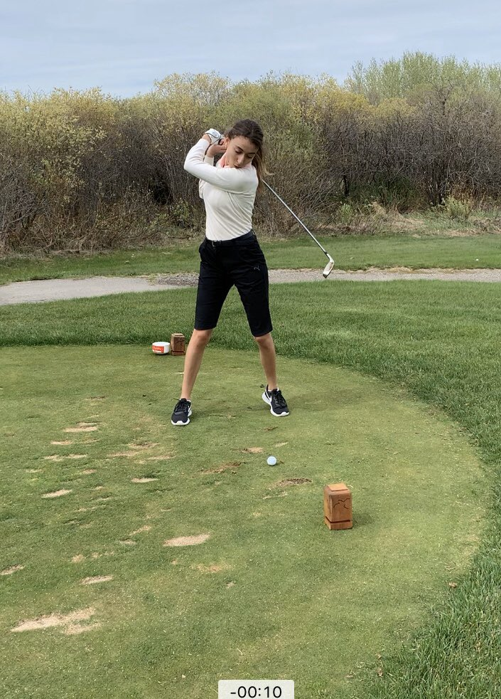 I tried golf for the first time the other day. Found a new way to stay active during #COVID19 #wednesdaymorning https://t.co/OiRiI0kICH