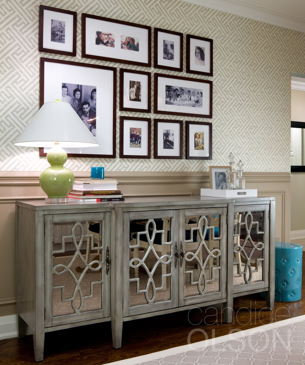 In any room, it's the finishing touches that bring design to life and this room is no exception. Being a closeknit family, this collage of family photos brings the whole family together.  #candiceolson #homedecorideas #interiordetails #familyfriendlydesign #homesweethome pic.twitter.com/BZpcksVnfj