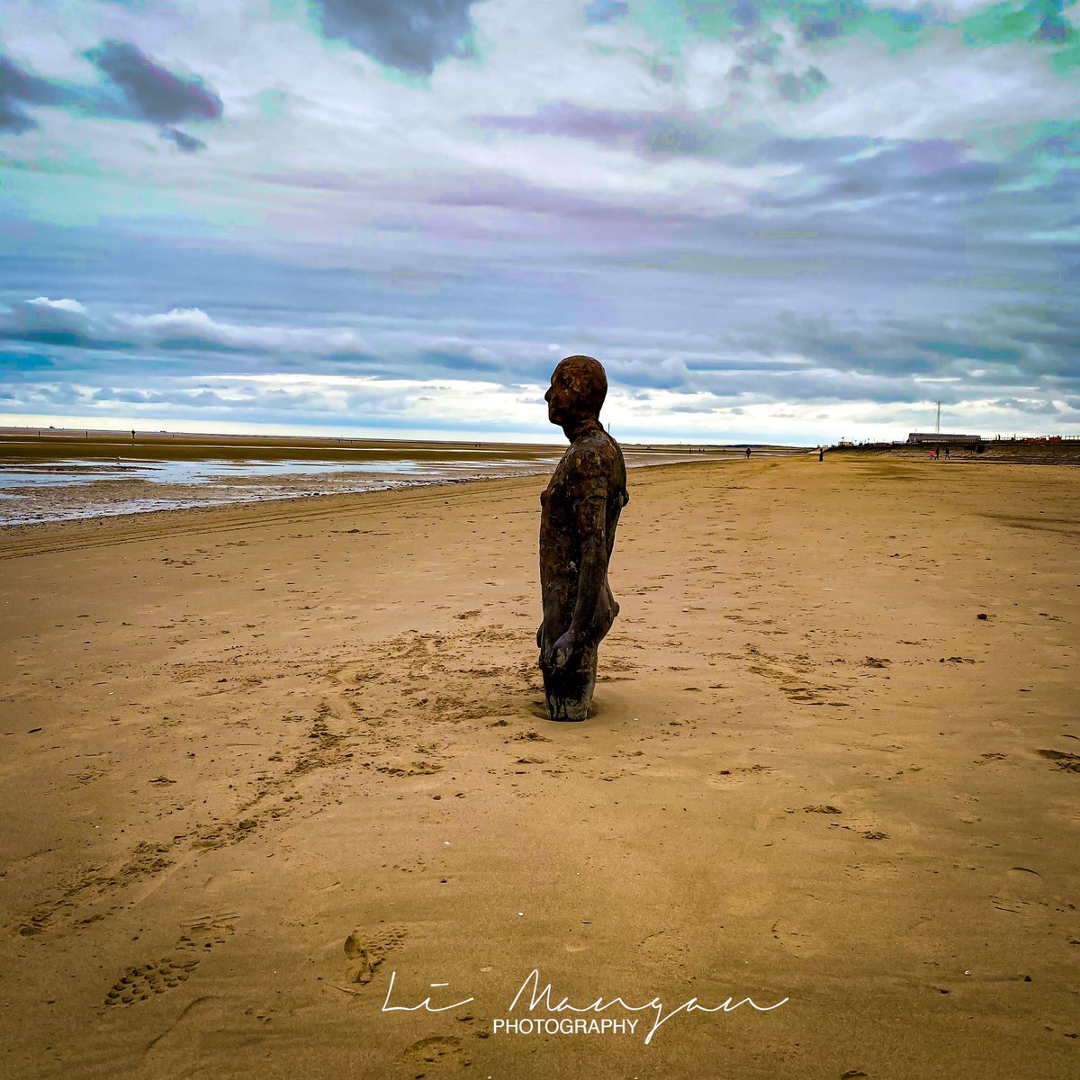 Nice place to sit and ponder the world.              by Li Mangan  #liverpool #liverpoolphotography  #crosby #crosbybeach #anotherplace #ironmen #ironman #anthonygormley #sefton #Lightroom #photoshop  #agameoftones  #nikond3500 #photoshop #igersmersey500 #limanganphotographypic.twitter.com/u5nZdYvsbO