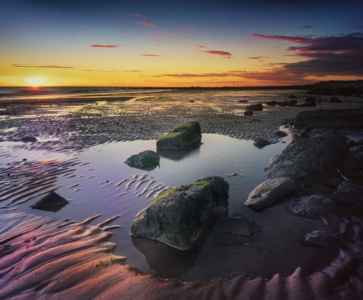 A re-edit of an older image, evening out to make a video. Some shocking image and not my best work but that's the nature of going out as much as possible. Crosby last year https://youtu.be/vSrjQdr_YYo  #Crosby #beach #sunset #vlog #landscapelovers pic.twitter.com/KL3dZ8a37l  by Mali Davies Photography
