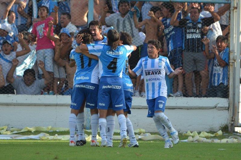 ⚽️ @ATOficial 3 - @CASMOficial 1 ⚽️  👊 Edición 2012-2013  😎 24avos de Final  #CopaArgentina 🏆🇦🇷 https://t.co/ChWxcyPr7i