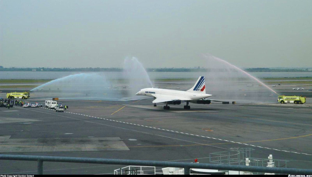 Adieux au Concorde et water salute à JFK le 31 mai 2003 #aviation #aviationphotography #aviationlovers #aviationdaily #AvGeek #Concorde #AirFrance #planespotting #pilot #pilotlife #Travel #TravelTomorrow #travelphoto #vintage #aviationgeek Leandro Chavespic.twitter.com/yrNP96AjqK