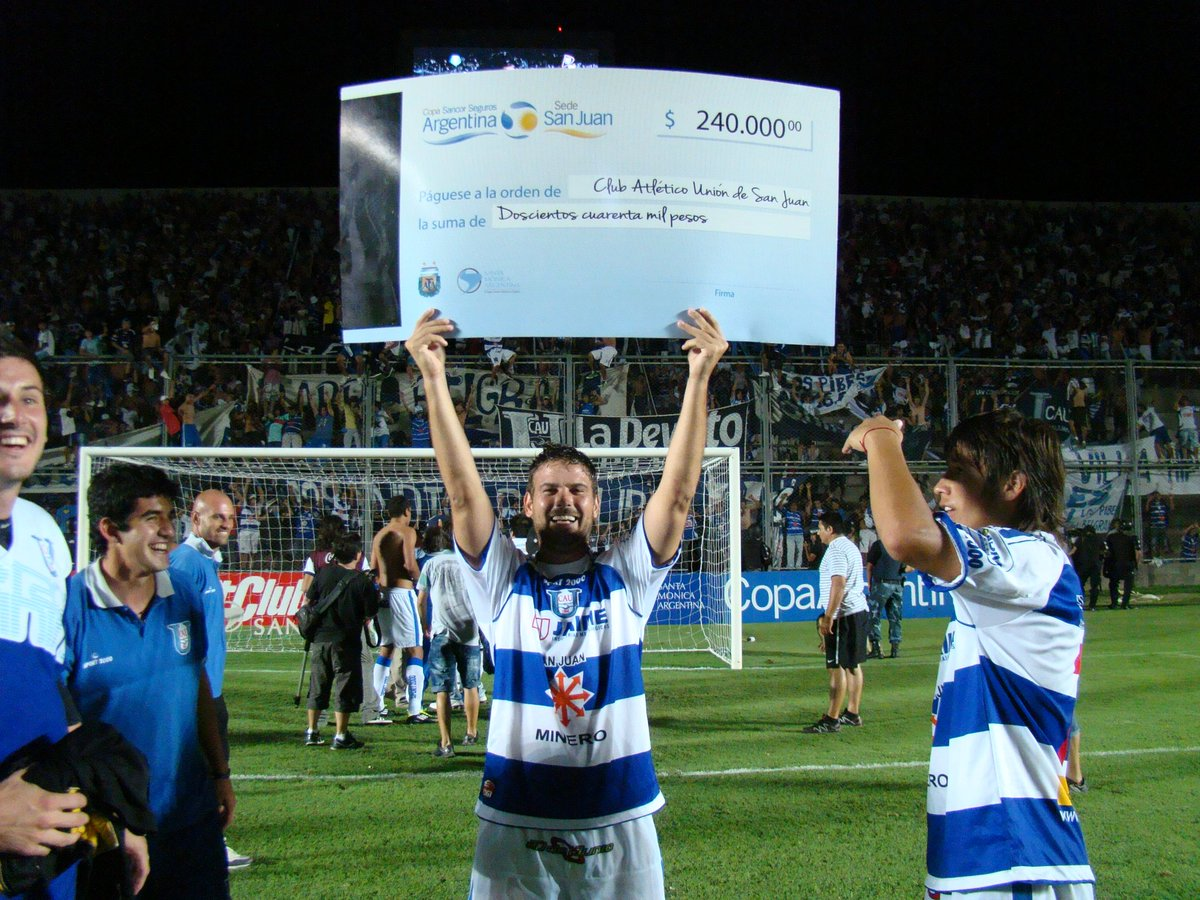 ⚽️ @CASanMartinSJ 0 (2) - @UnionSanJuan 0 (3) ⚽️  👊 Edición 2012-2013  😎 24avos de Final  #CopaArgentina 🏆🇦🇷 https://t.co/t8B38ETwHV