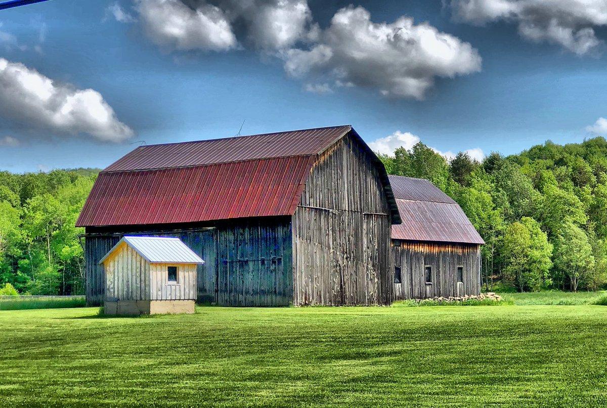 Weathered Barn in Wellsville  #ispyny #iloveny #nyoutside #outdoorsnewyork  #onlyinnewyork  #americana #ruralamerica #oldbarnspic.twitter.com/dWTzL6RA2j
