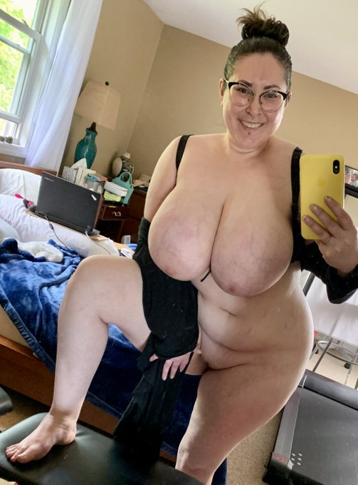 A casual #curvy #fullfrontal #bbw #pic with a #smile to boot! ;D  @GB_BoobsLover @Loko314 @plumpassionate