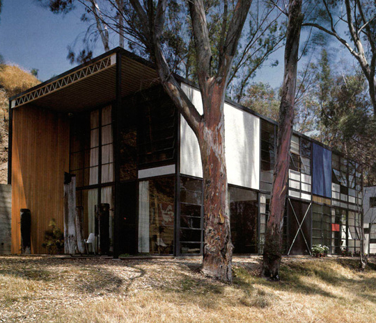 Eames House, Case Study House No. 8, created in 1949 by architects Charles and Ray Eames. Pacific Palisades, California . . . . . . #midcenturymodern  #midcenturydesign #midcenturymodernhome #midcentury #midcenturystyle #midcenturyhome #midcenturymoderndesign  #midcenturylivingpic.twitter.com/1Q9iNoZlU0