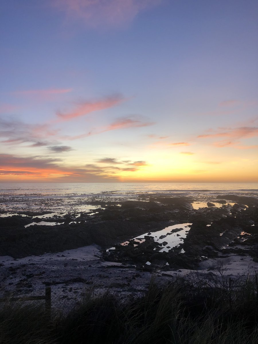 Home sunset   Have a beautiful evening everyone  #westcoast #melkbosstrand #view #home #photography #sunset #capetown #colour #sky #clouds #southafrica #nature #worldsonbeautypic.twitter.com/66pdBZ9ZlF