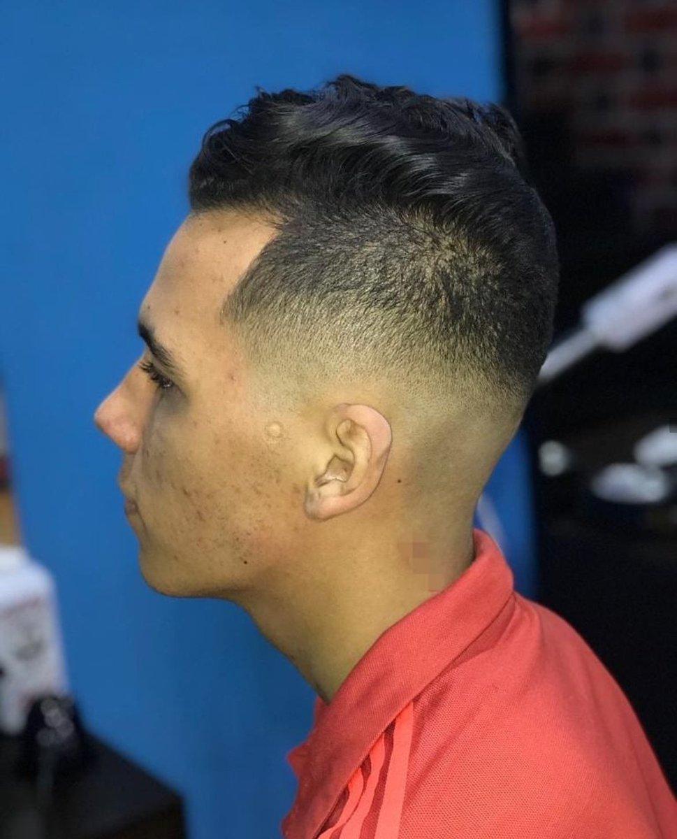 💈Corte de Caballero/ Desvanecido + Pompadour💈  #fade #barbershop #mediumfade #blowout #taperfade #andis #wahl #stoke #work #barberia #degradado #lowfade #highfade #santander #Floridablanca #bucaramanga #grandesbarberos #barberos #cpr_barbers #barberoslatinos #quedateencasa
