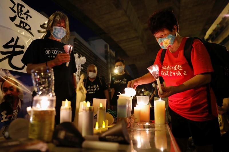 Vigil banned, Hong Kong set to commemorate Tiananmen with 'candles everywhere' https://t.co/1nrOK0BM3O https://t.co/Mw307xOqYY