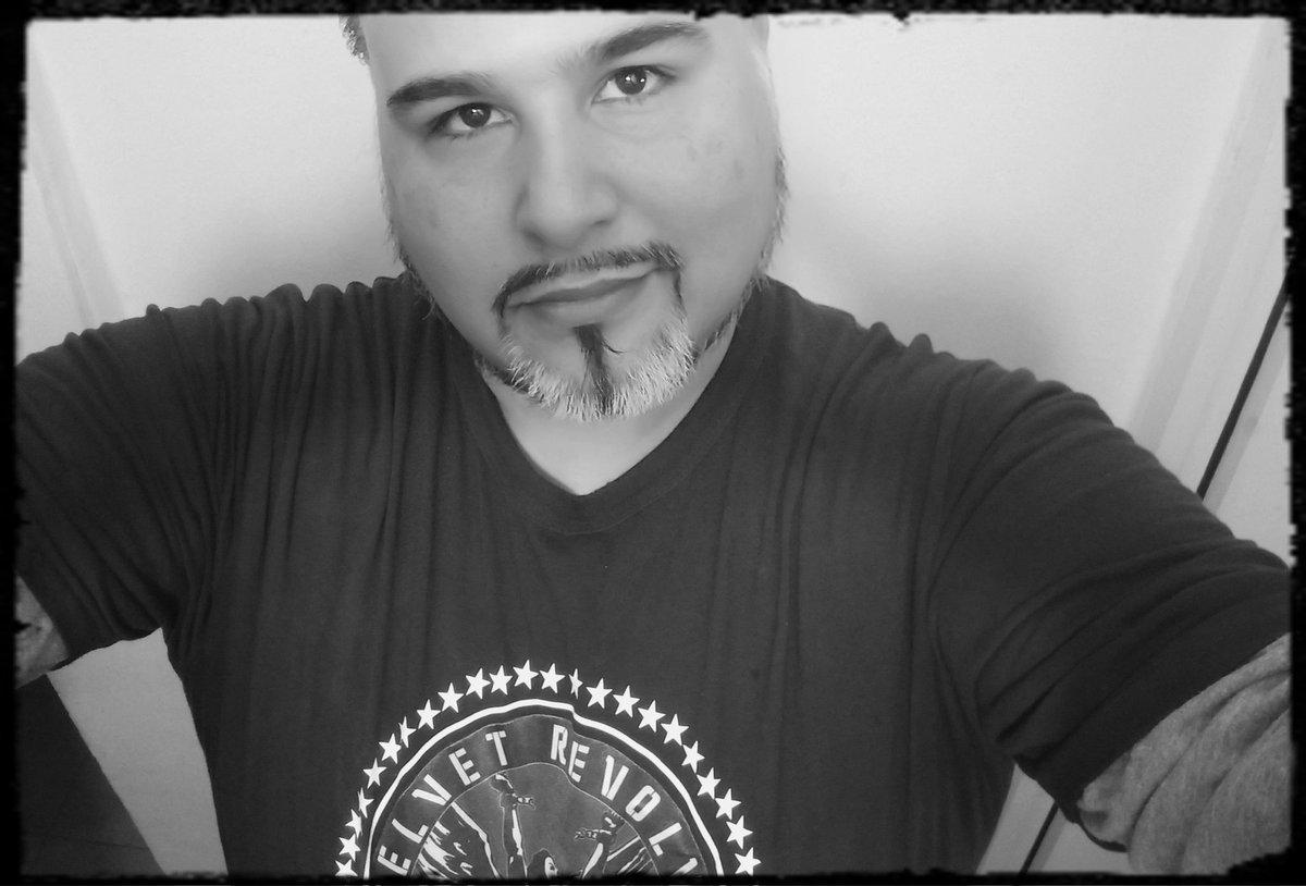 """... """"Se detuvo el destino en la habitación. Quizás perdí mi ser.  La violencia del aire quebrantó su piel""""... Fragmento de #Ruegame del álbum #VERSUS de @ikvoficial editado en 1997 @emmahorvilleur1 @dantespinetta #IKV #DanteSpinetta #EmmanuelHorvilleur"""