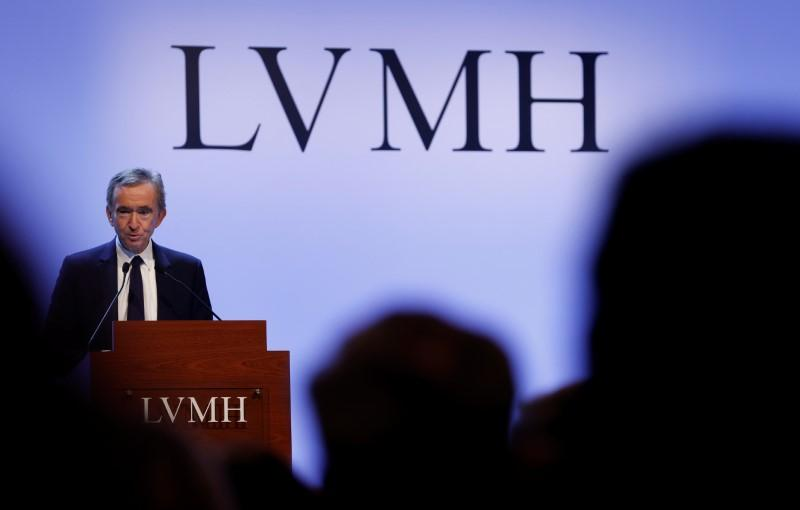 LVMH's Arnault mulls ways to renegotiate deal with Tiffany -sources https://t.co/2shk2Yn4mq https://t.co/47QFnE1RUm