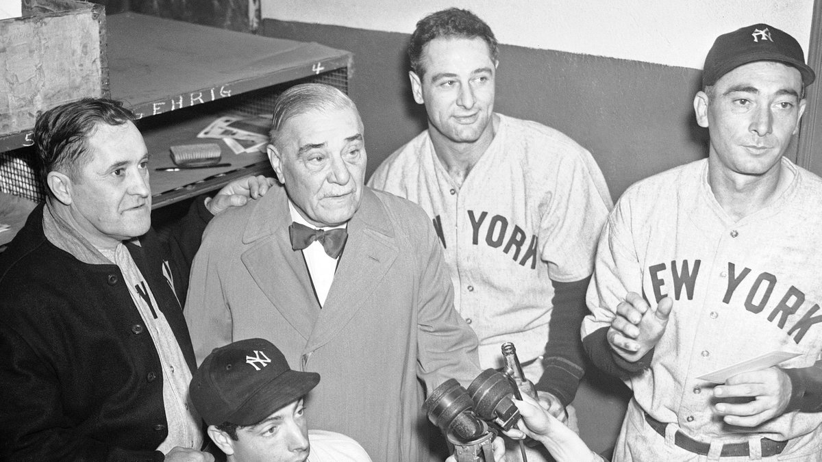 On this date in 1932, Lou Gehrig hit 4 home runs and Tony Lazzeri hit for the cycle for the @Yankees in a 20-13 win over the As. It is the only time in MLB history a 4-homer game and a cycle have occurred on the same day, let alone by teammates in the same game.