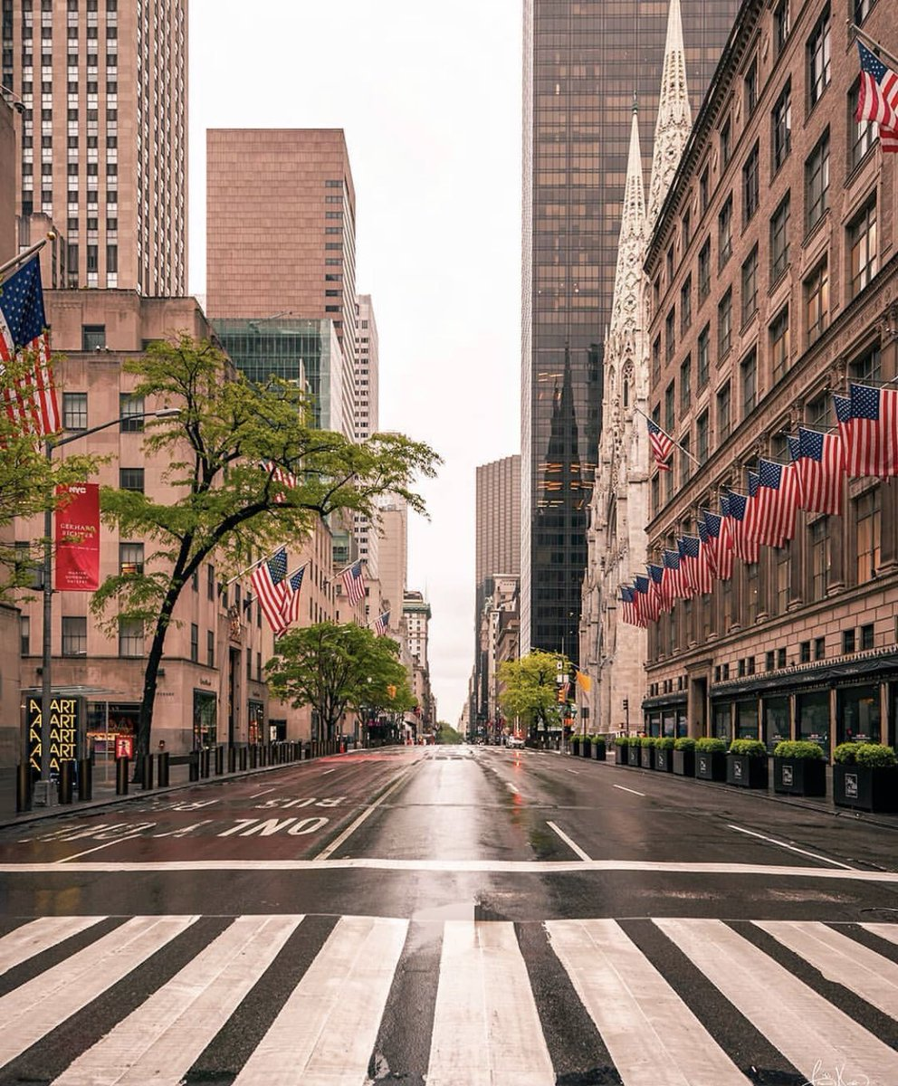 #RockCenter #RockefellerCenter #StPatricks #Saks5thAve   #5thAvenue #49thStreet #iLoveNY #EmptyStreets #NYCcurfew #StaySafe https://t.co/7vOSuzdQTS