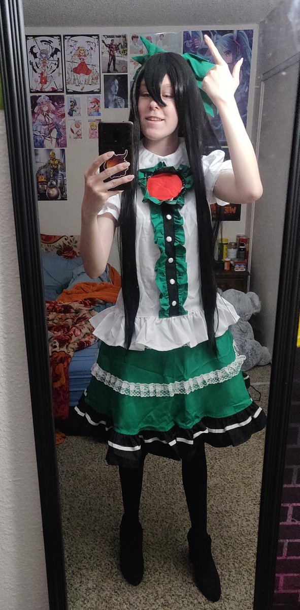 I know the world's a mess but here's Utsuho to make you happy for a hot minute? #cosplay #utsuhoreiuji #touhou #touhoucosplay