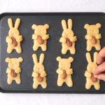 アーモンドを持った動物クッキーを焼いた結果…?ただアーモンドをおなかにのせただけになってしまった!
