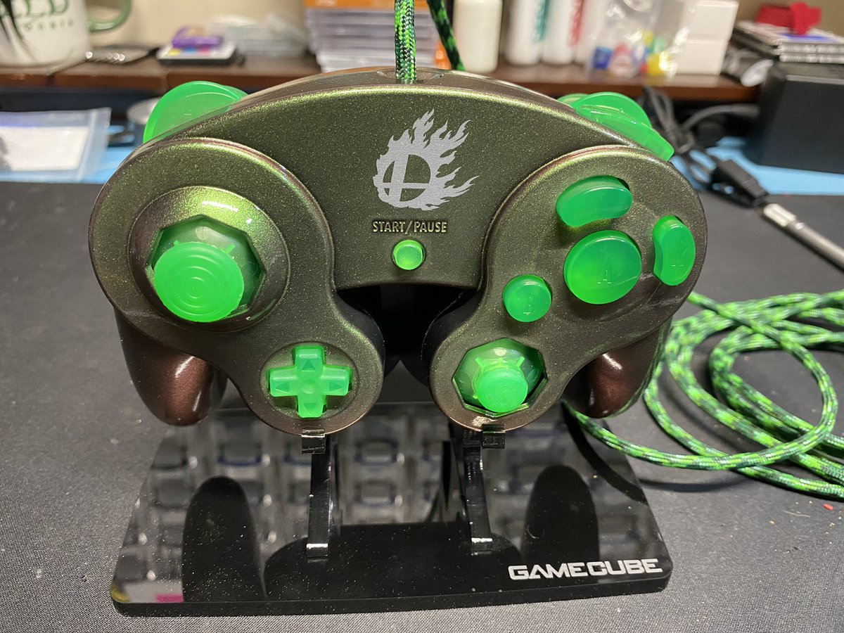Copper green color shift w/ 2k cc Buttons/sticks from @pingpong980  Paracord from @ParacordPlanet  Tac z Detachable cable  This one will be available soonish.  #customgcc #nintendo #gamecube #colorshift #custom #mod