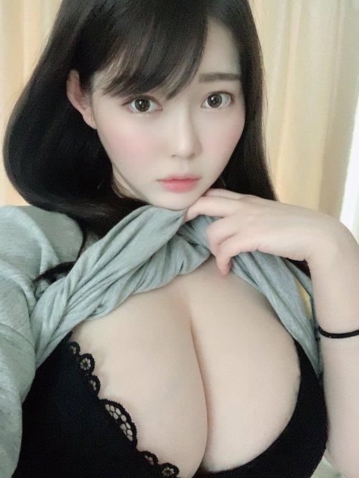 グラビアアイドル伊川愛梨のTwitter自撮りエロ画像2