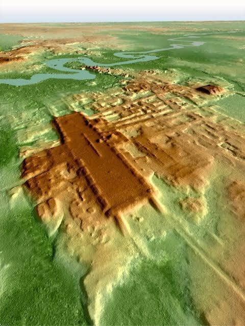 【大発見】マヤ文明で最大の建造物見つかる「文明観を覆す発見」古代マヤ文明の遺跡の調査を進める日米などの研究チームが、アグアダ・フェニックス遺跡で、同文明最大とみられる建造物を確認。紀元前1千~800年に築かれたとみられ、南北約1400m、東西約400mになる。